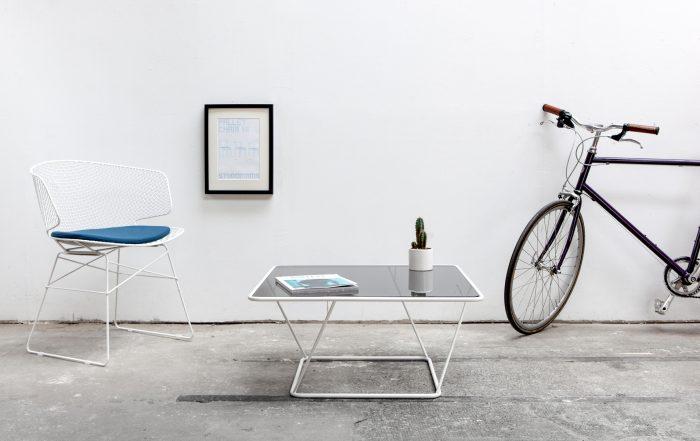 Designer Couchtisch freebird weiß mit Glasplatte ambiente_Sebastian Frank